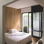 Open slaapkamer met sfeervolle houten planken