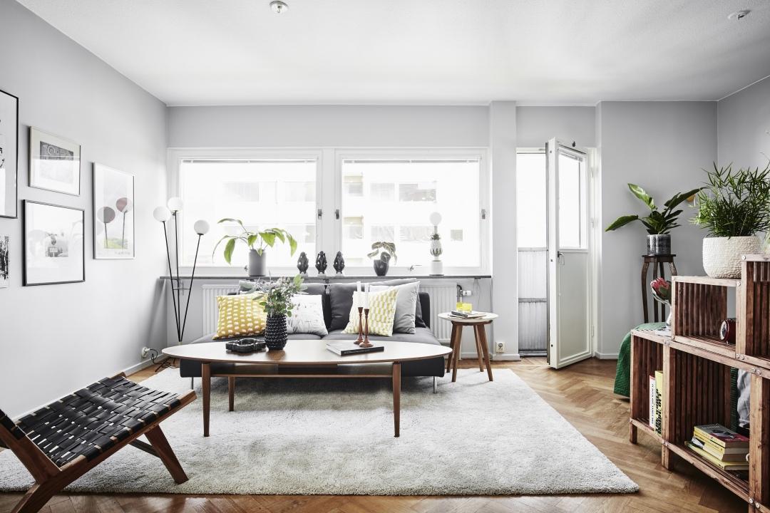 Open vakkenkast als scheidingswand tussen slaapkamer en woonkamer