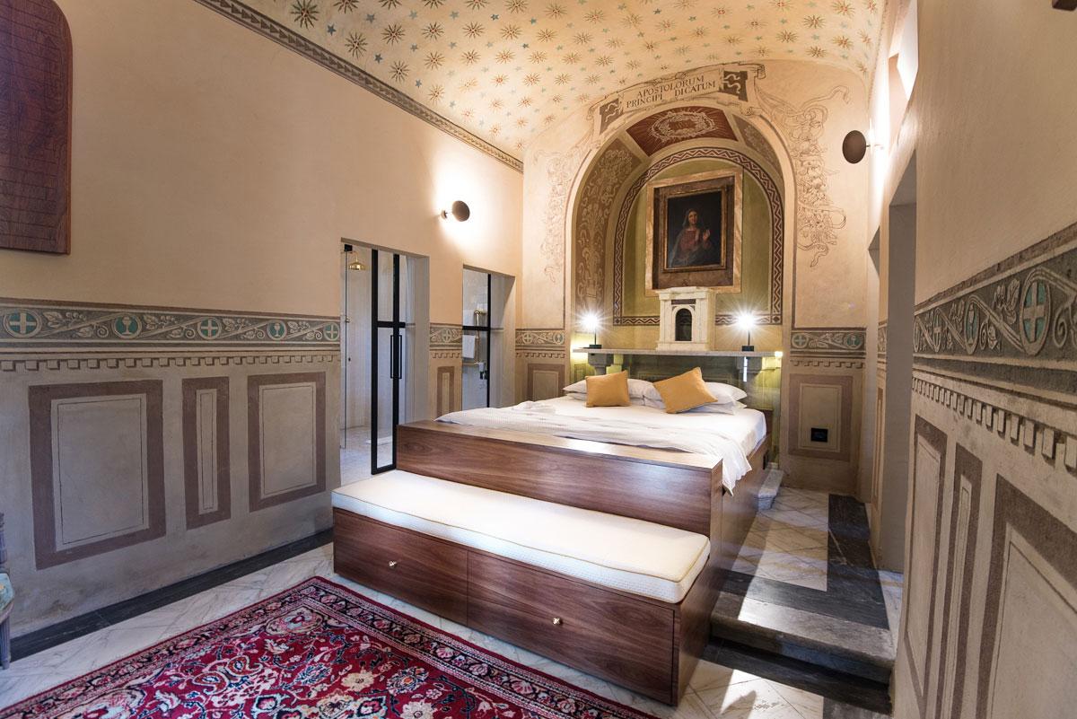 Overnachten in een slaapkamer van een échte kerk