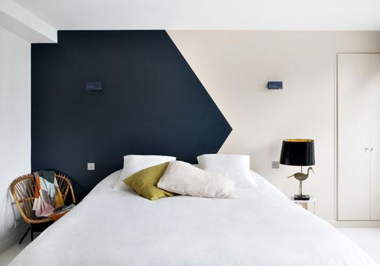 Pastelkleuren in slaapkamers van boetiekhotel in Parijs