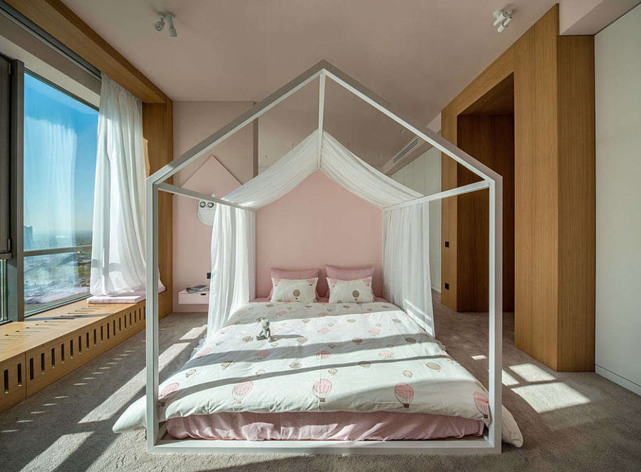 Ruime, roze en moderne prinsessenkamer