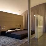 Ruimtelijke slaapkamer met boogplafond