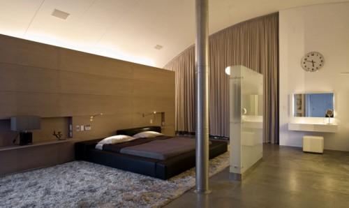Ruimtelijke slaapkamer met boogplafond  Slaapkamer ideeën
