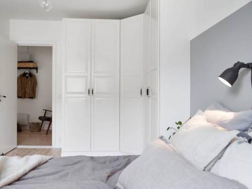 18 . Scandinavische slaapkamer met hoek kledingkast Slaapkamer ideeën