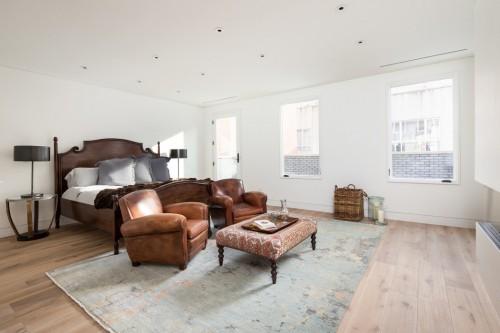 Scandinavische slaapkamer met vintage meubels