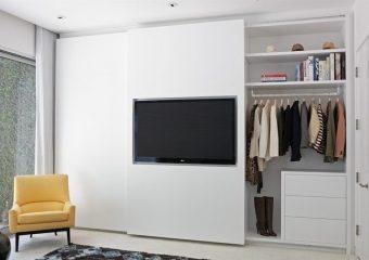 TV ophangen aan maatwerk kledingkast