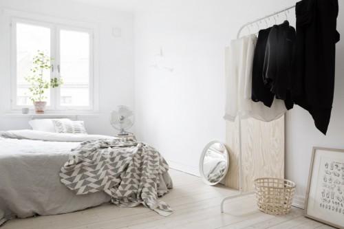 Serene slaapkamer met houten accenten slaapkamer idee n - Witte muur kamer ...