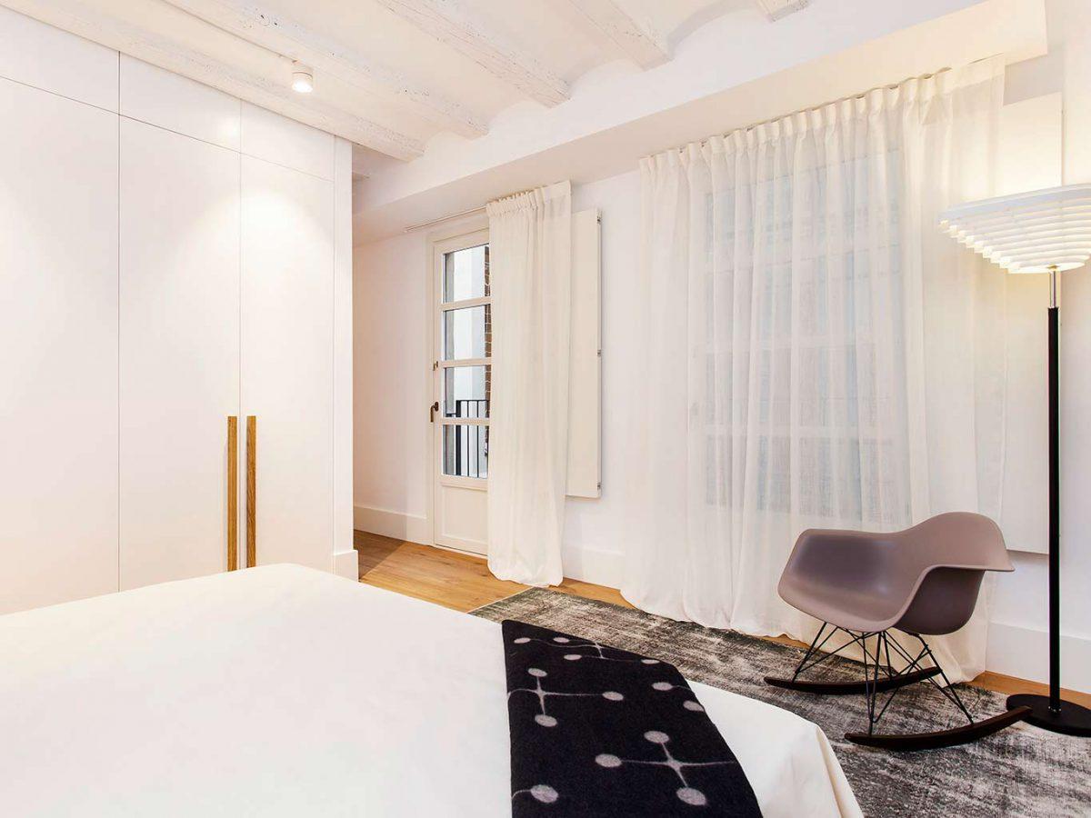 sfeervolle-karakteristieke-slaapkamer-uit-barcelona
