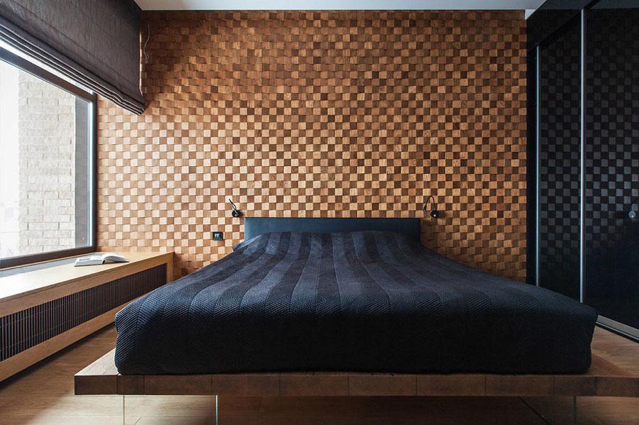 Sfeervolle slaapkamer met veel gebruik van hout