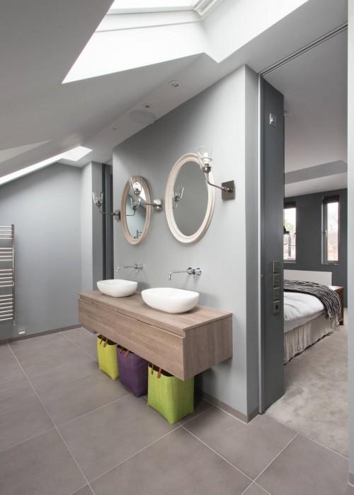 Slaapkamer suite met grijze muren  Slaapkamer ideeën