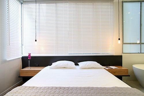 Slaapkamer badkamer combinatie met glazen wand   Slaapkamer idee u00ebn
