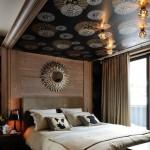 Slaapkamer met bijzonder behang