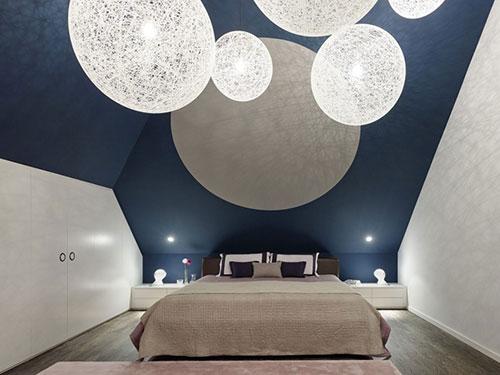 Slaapkamer met geometrisch plafond  Slaapkamer ideeën
