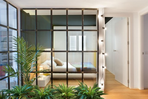 Glas In Slaapkamer : Slaapkamer met glazen muur met zwarte stalen kozijnen slaapkamer