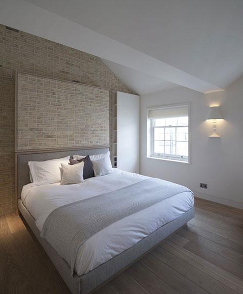 Slaapkamer met handgemaakte bakstenen muur  Slaapkamer ideeën