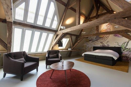 Ook de slaapkamer meubels zijn met zorg uitgezocht. Mooie designbedden ...
