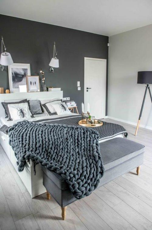Slaapkamer Ideeen Met Zwart Bed : Slaapkamer in polen met een ...