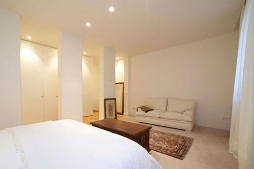 Slaapkamer met inloopkast en badkamerSlaapkamer met inloopkast en ...