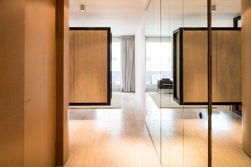Slaapkamer met kledingkast scheidingswand combi slaapkamer idee n - Lichtgrijze gang ...