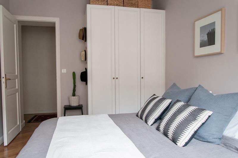 Slaapkamer makeover met zachtroze murenSlaapkamer makeover met zachtroze muren