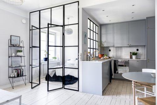 Slaapkamer met glazen wand met stalen kozijnen | Slaapkamer ideeën