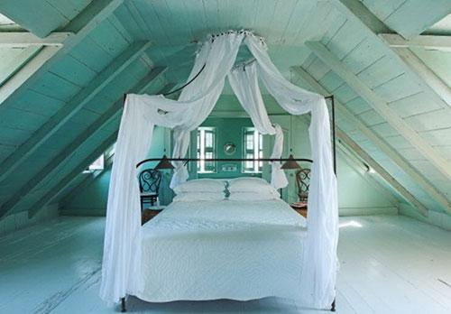Ruime open zolder slaapkamer Karakteristieke slaapkamer met vliering ...