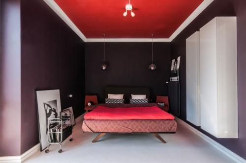 Slaapkamer Rood Zwart.Slaapkamer Met Paarse Muren En Rood Plafond Slaapkamer Ideeen