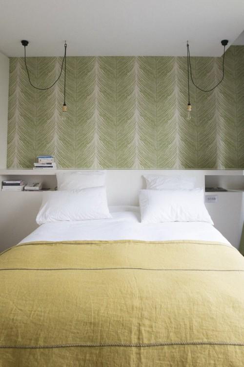 Slaapkamer uit parijs met stijlvolle elementen for Tableau au dessus du lit