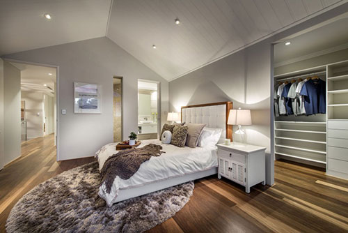 Slaapkamer met privé inloopkast en badkamer