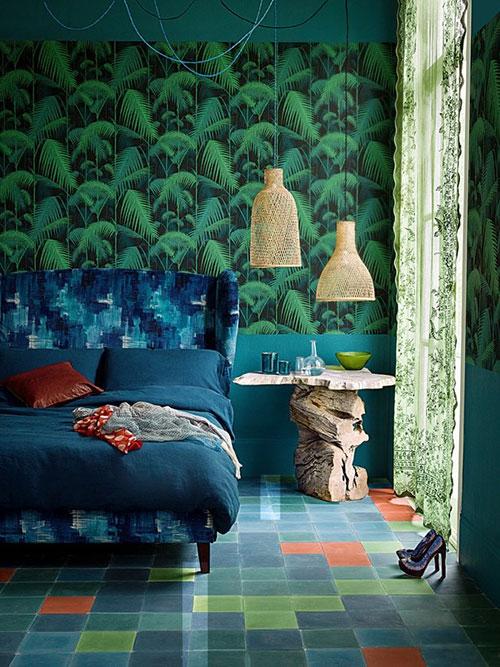 ... » Leuke slaapkamer ideeen » Slaapkamer met tropisch groen behang