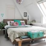Slaapkamer met turquoise accessoires