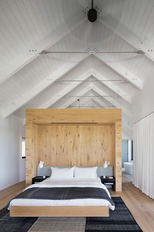 Slaapkamer van droomhuis aan een groot meer!
