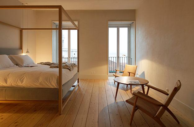 Hotel Slaapkamer Ideeen : Stoer ontwerp van slaapkamer met schuine muur slaapkamer ideen