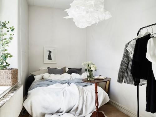 Smalle Scandinavische slaapkamer
