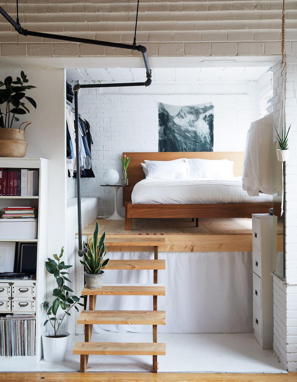 Speelse entresol slaapkamer van Chelsea en Ryan | Slaapkamer ideeën