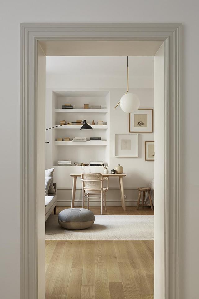 Stijlvolle Slaapkamer-woonkamer-werkplek combinatie in een klein ...