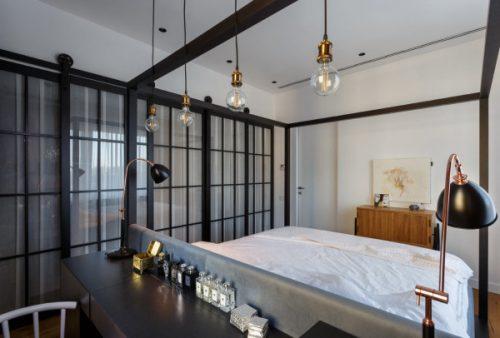 Stoere industriele slaapkamer van kunstenares Anna-Maria Shmorgoner