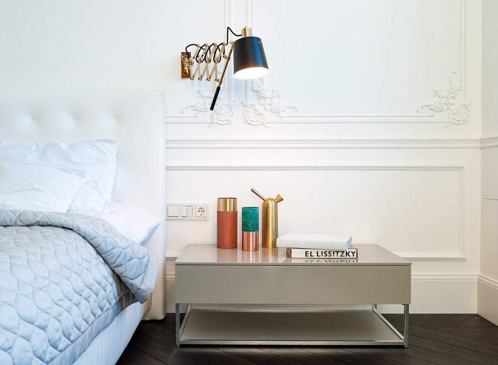 Strakke moderne meubels in een klassieke slaapkamer slaapkamer idee n - Moderne slaapkamer meubels ...