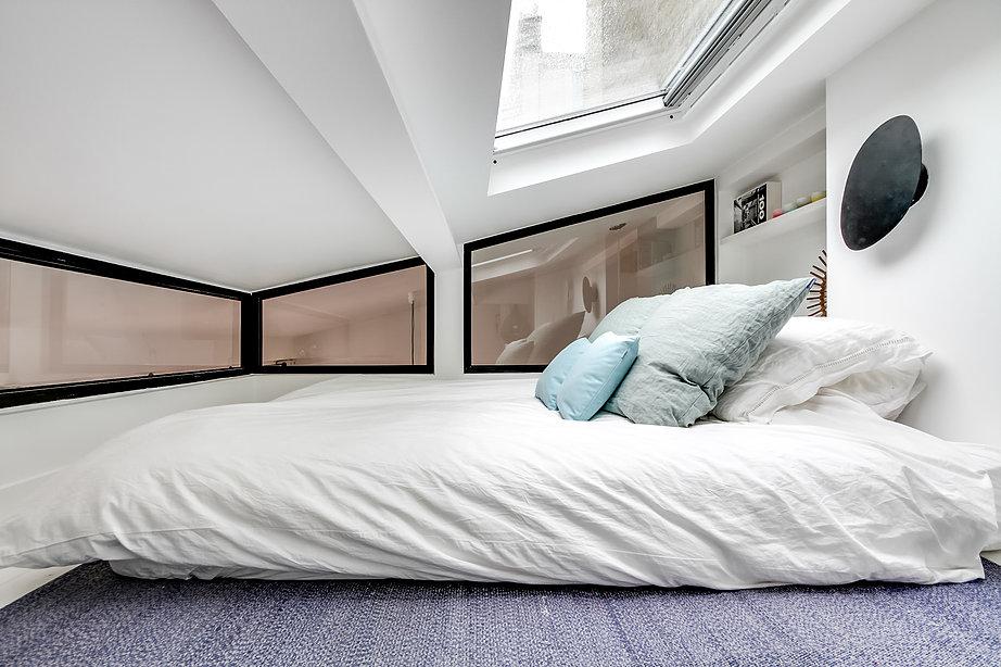 Super kleine slaapkamer met dakraam