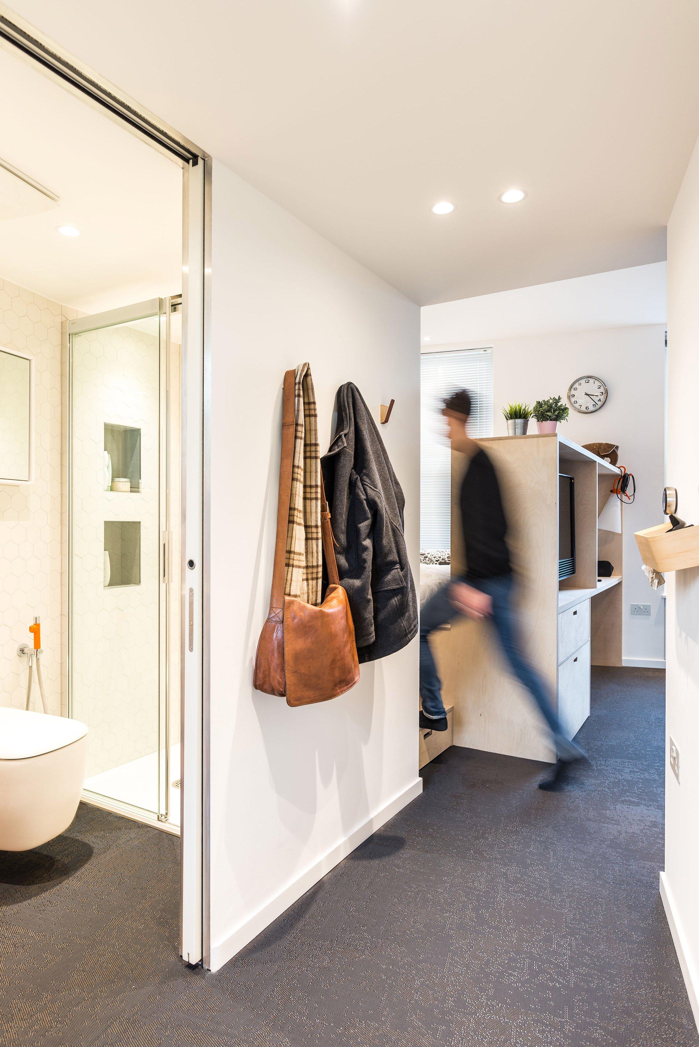 kleine slaapkamer creatief inrichten met veel kastruimte