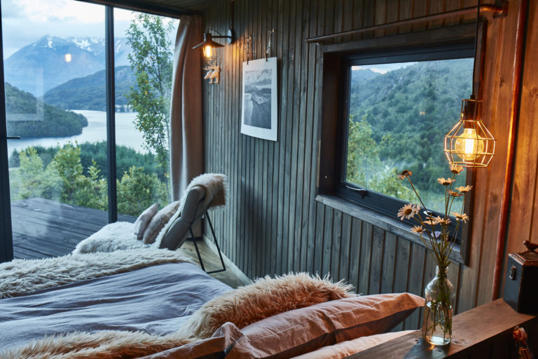 Ultieme rustieke slaapkamer met uitzicht op de natuur