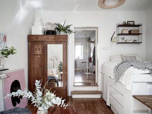Kleine Slaapkamer : veel opbergruimte in poolse slaapkamer kleine ...