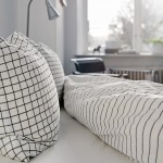Verkoopstyling met leuke accessoires in Scandinavische slaapkamer