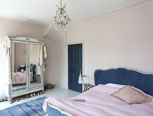 Vrouwelijke slaapkamer van een klassiek landelijke victoriaanse woning