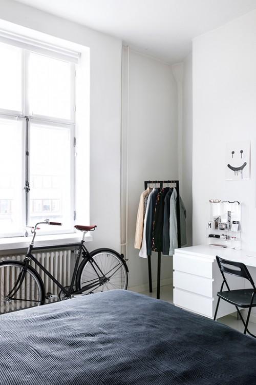Witte Finse slaapkamer met zwarte accenten