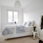 Witte inrichting in een Scandinavische slaapkamer