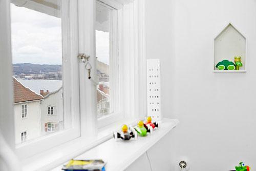 Kinder Slaapkamer Ideeen : Witte kinderkamer met kleurrijke decoratie ...