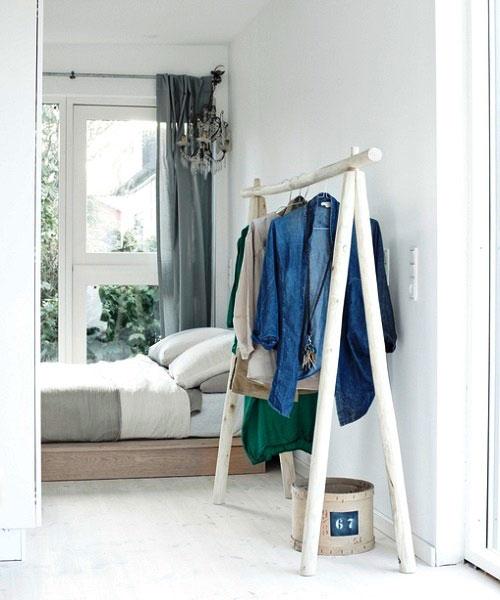 Witte kledingrek slaapkamer