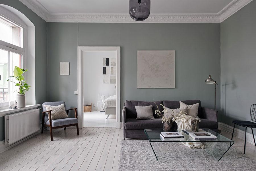 Witte ruime slaapkamer in klein appartement van 58m2