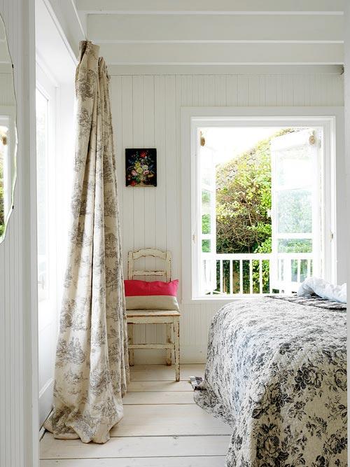 Witte slaapkamer met blauwe accenten  Slaapkamer ideeën
